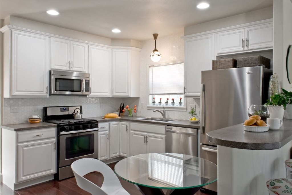 White lacquered kitchen cabinets, Paper Moon Painting, San Antonio, Monte Vista, Olmos Park