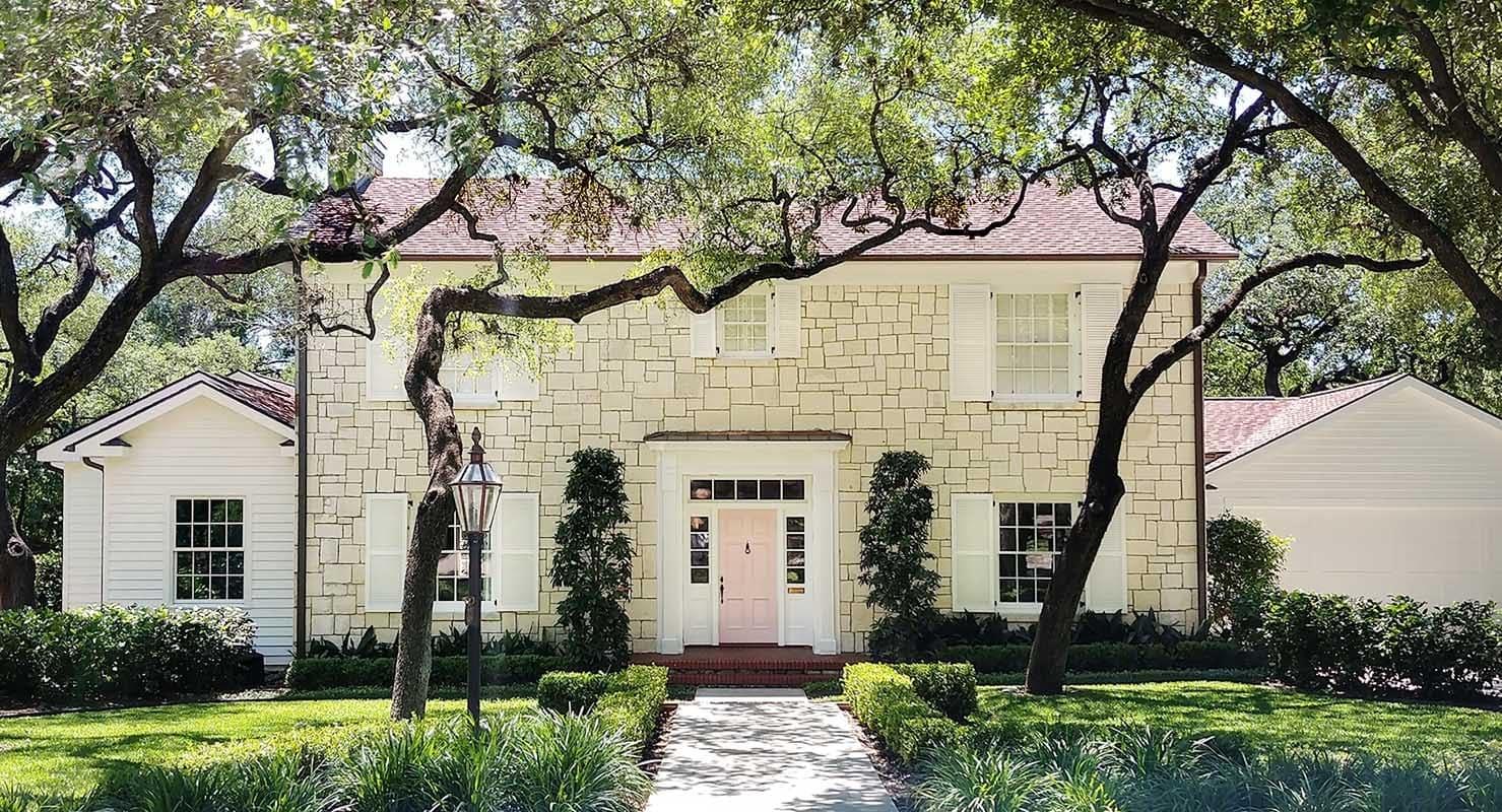 Exterior house painter Paper Moon Painting, Alamo Heights, Texas, pink door