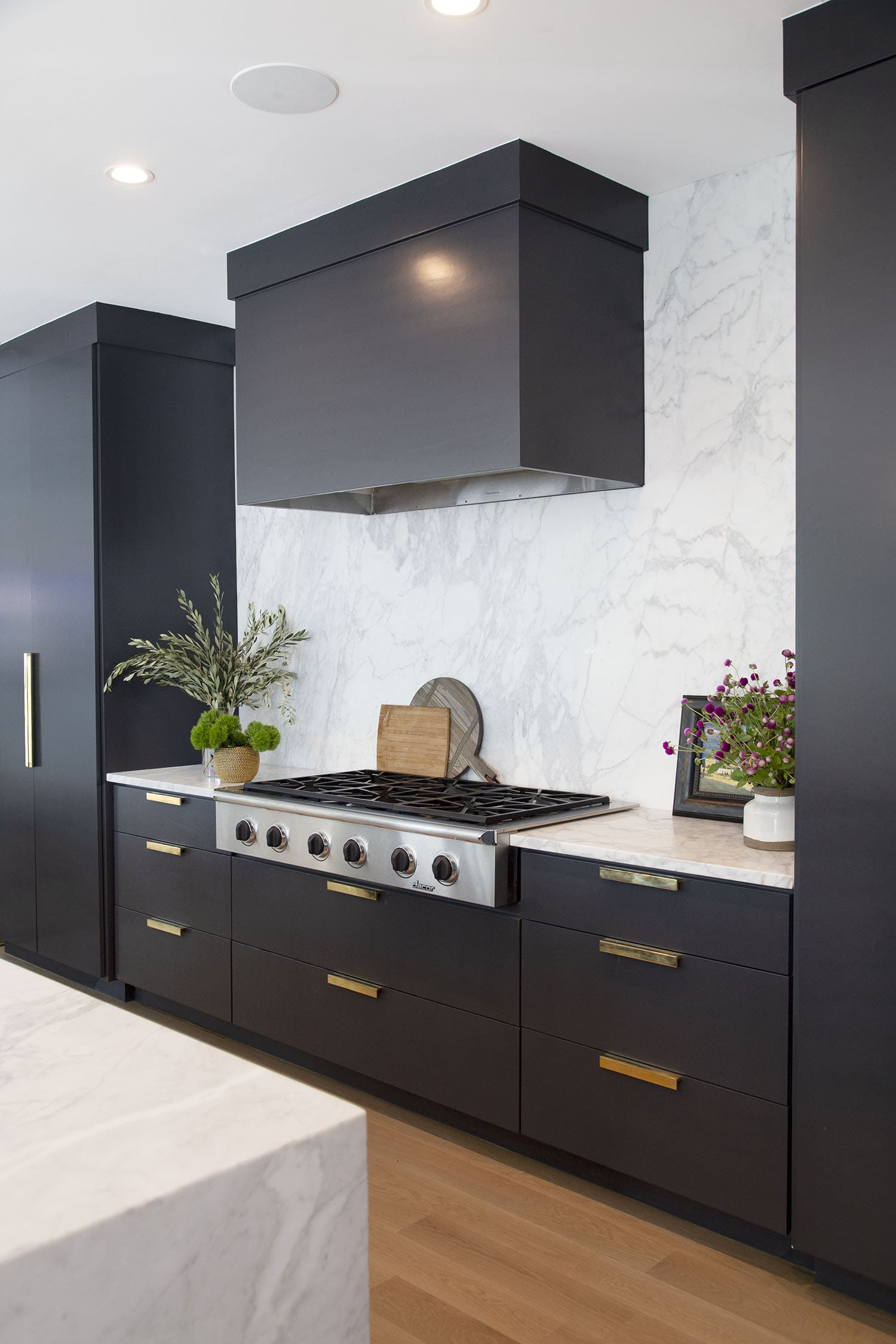 Black kitchen cabinets in Benjamin Moore BM 2124-10 Wrought Iron, Paper Moon Painting