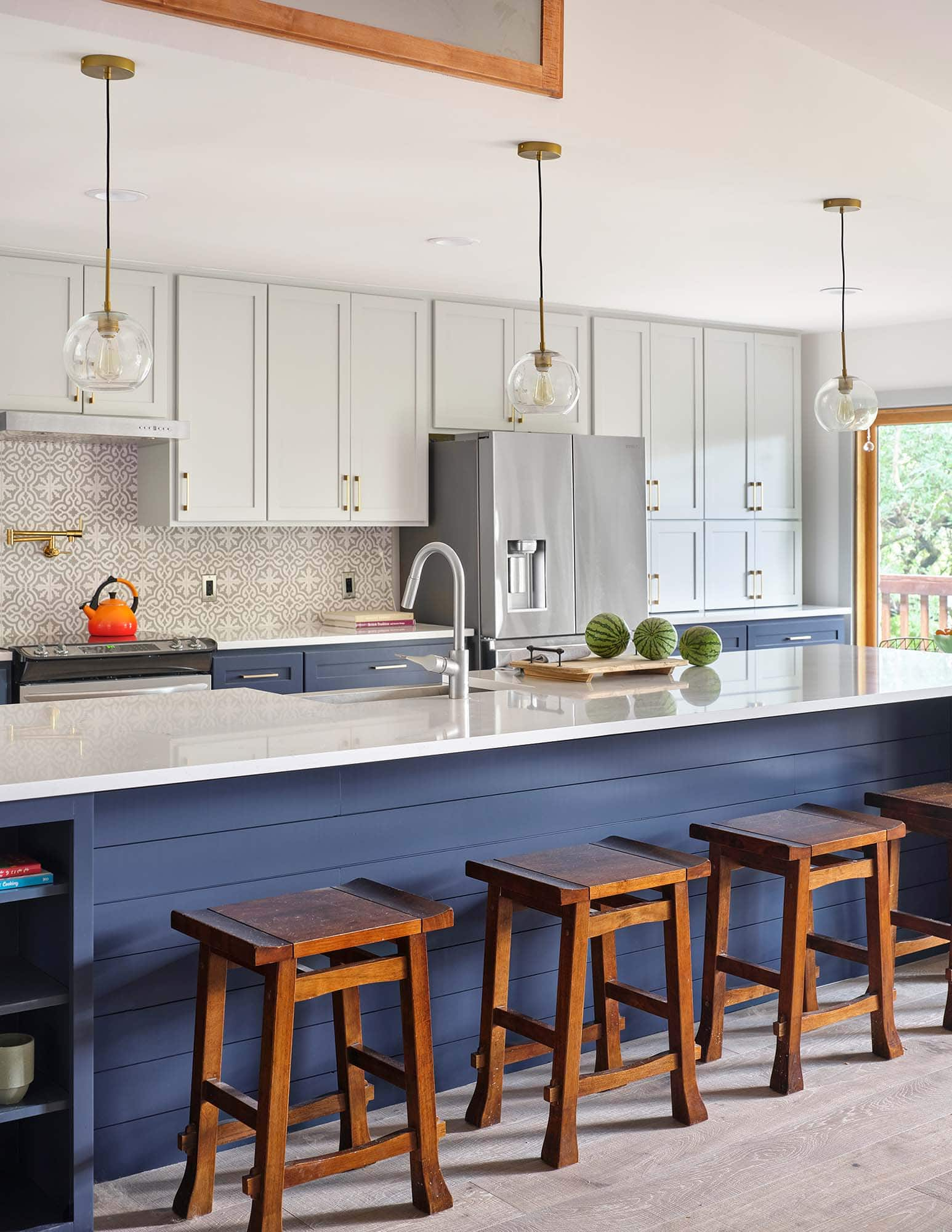Rollingwood kitchen cabinets painted in Benjamin Moore HC170 Stonington Gray, HC154 Hale Navy, Paper Moon Painting