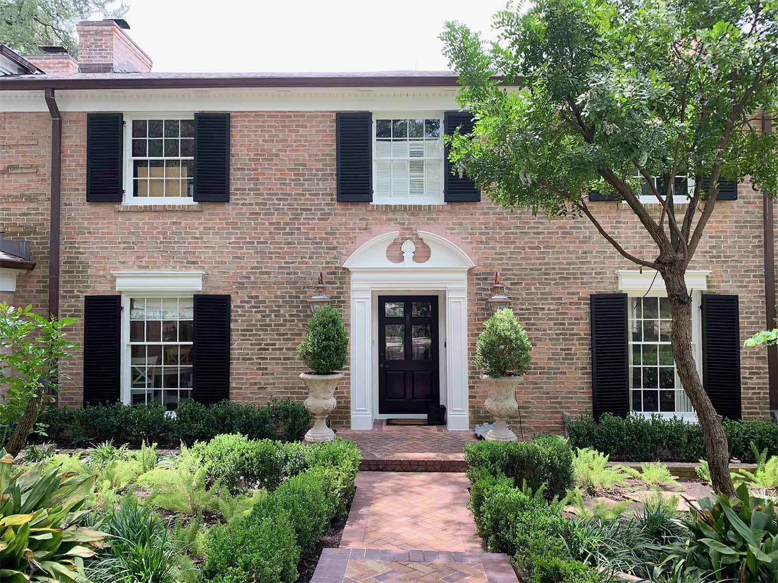 Brick Alamo Heights exterior, shutter in Sherwin Williams Tricorn Black, trim in Benjamin Moore Pure White, TX home painter