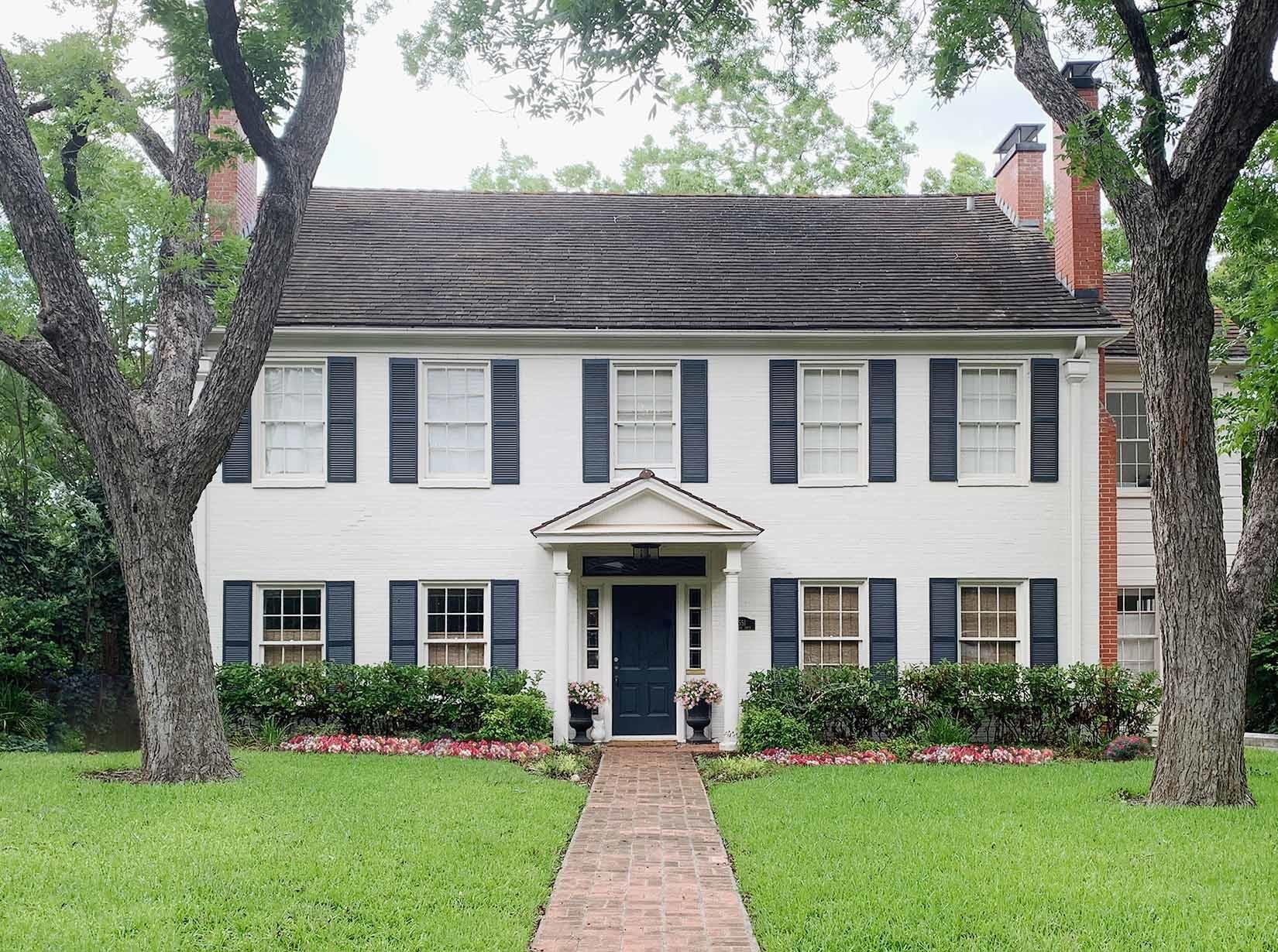 House exterior in Sherwin Williams Shoji White, San Antonio TX home painting