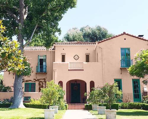 pink exterior stucco house, much better exterior paint choice